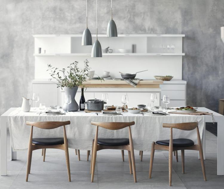 Die Moderne Küche Ist Das Zentrum Des Wohnens. Ihr Herzstück Ist Der Tisch.  Hier Kommen Familie Oder Freunde Zusammen (Foto: Bulthaupt)