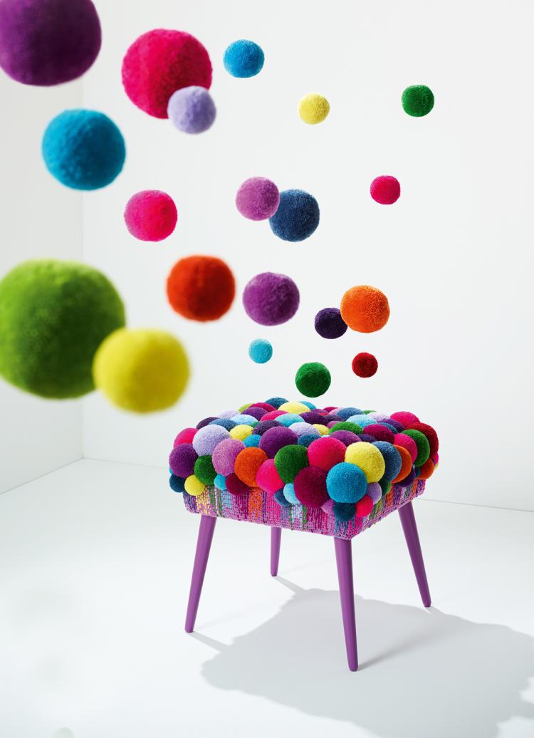 kuschelige pompons puscheliger trend. Black Bedroom Furniture Sets. Home Design Ideas